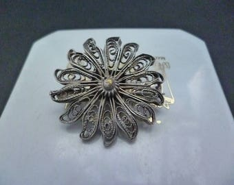 "Vintage silver filigree flower brooch - 1.25"" x 1.25"""