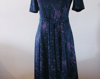 Midnight Blue Abstract Purple Polka Dot 1960's Casual Short Sleeve Dress by Normie Hum for Leo-Danal Size 10 Made in Canada BTK-025