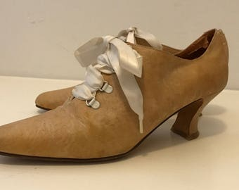 Vintage 80s/90s Kenneth Cole | Edwardian-Style | Golden Yellow | Tapestry Heels w/ Bow Detail | Size 8.5