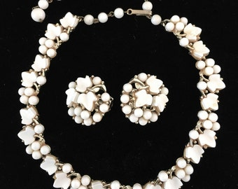Gorgeous Charel White Chocker Necklace and Matching Earrings - Beautiful Vintage Condition - Stunning Accessory