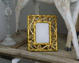 Gilded frame - Resin Baroque gilt frame - Imitates a carved wooden frame -