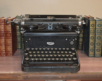 Antique Royal Manual Typewriter