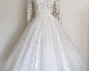 RESERVED  50s Cream Lace and Tulle Wedding Dress / Full Skirt / Small / Milgrim