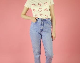 Lips Print T-shirt - Red on Natural