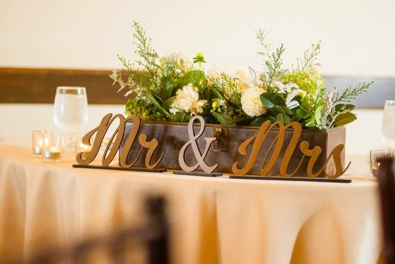 Mr & Mrs Sign, Wedding Sign, Reception Sign, Wooden Table Sign,  Mr. and Mrs. Sign, Sweet Heart Table Sign, Mr and Mrs Home Decor
