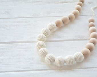 Neutral Teething Necklace for mom - Crochet nursing necklace in cream color with natural wooden beads chewable necklace