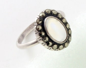 Fine Antique Art Deco Silver Moonstone & Marcasite Ring