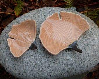 Porcelain ginkgo dish (larger size)