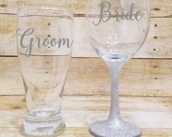 Bride and Groom Glasses, Bride and Groom, Toasting Glasses, Wine Glasses, Bridal Party, Glitter Wine Glass, Wedding Gift, Bridal Glasses