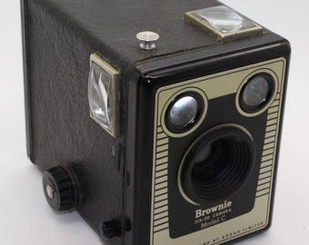 Kodak Six-20 Brownie Model C box camera with bag – c. 1953-1957 - Good condition working shutter