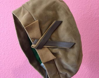 Vintage Cloche Hat - 1960s Does 1920s Tan Hat with Brown Bow - 22