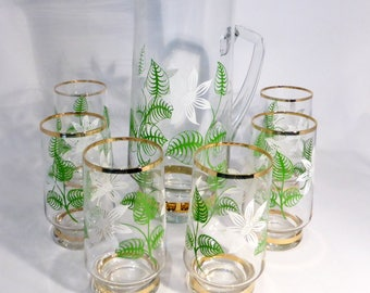 Pitcher & glasses set with white and green floral detail – original from the 1950s