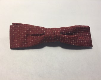 SALE SALE SALE Vintage bow tie/ vintage clip on bow tie / 1940s 1950s 1960s bow tie / red green plaid christmas bowtie
