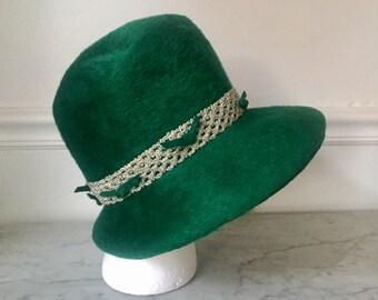 1960's vintage green hat. St. Patrick's Day hat. Leprechaun hat. Green top hat. 1960's hat. Emerald green hat. Hairy hat. Vintage top hat.