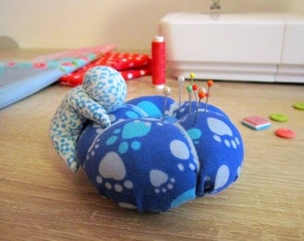 Christmas gift, Sarubobo pin cushion, gift Japan, pin cushion cute, sewing, pin cushion