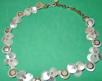 Very old mother-of-pearl necklace ,with mini faux-pearls - Joli collier ancien en nacre