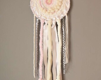 Catch woven dream, pastel Bohemian cirulaire weaving
