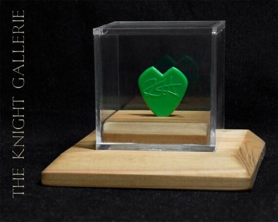 kirk hammett commemorative guitar pick and display case. Black Bedroom Furniture Sets. Home Design Ideas