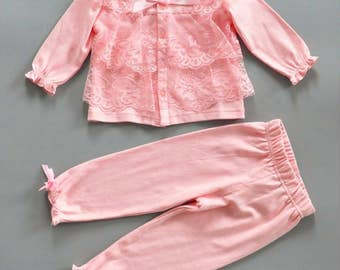 NEWBORN GIRL OUTFIT, baby girl 2 pc set, Lace and ribbons, pink baby girl outfit,infant girl going home outfit, Baby girl Easter Outfit
