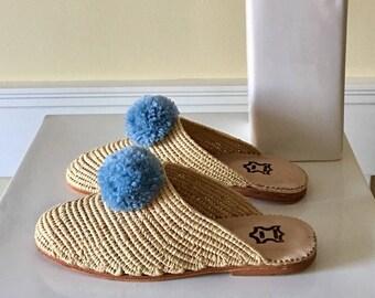 Pom pom Moroccan handwoven raffia slides, shoes, raffia shoes, Moroccan slides, comfy sole shoes, slide on women's shoes, summer slide, Folk