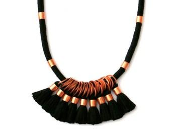 Schwarzen Quaste Statement Halskette, lange Quaste, schwarz und Kupfer Halskette, einzigartige Statement-Schmuck, Kupfer Schmuck, Quaste