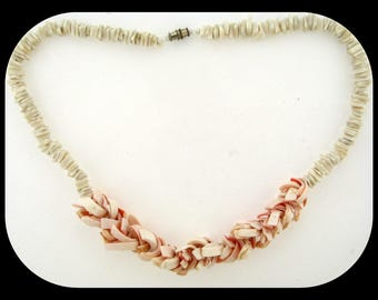 Vintage Pucca White & Conch Sea Shell NECKLACE C1950