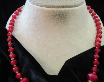 Vintage Goldtone & Irridesent Gradated Red Glass Beaded Necklace