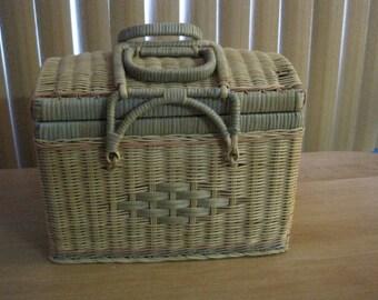 Vintage picnic basket / Vintage basketball Picnics
