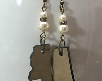 Mississippi State Charm and Swarovski Pearl earrings
