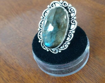 Beautiful Labradorite Ring, Size 6.