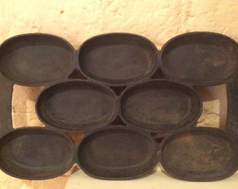 Old #5 Cast Iron Bread Pan - 8 pieces of bread