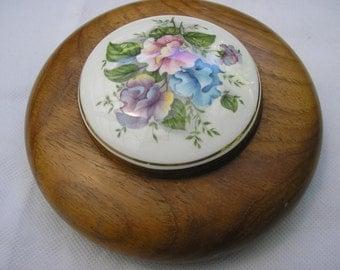 Round treen box