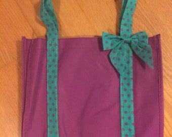 10 Mermaid / Under the Sea Party Bags, perfeft for party favors and treats.