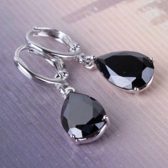 Lovely 18 ct whitegold filled black crystal drop earrings
