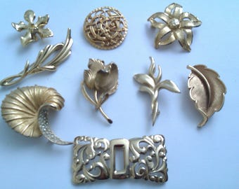 collection of 9 vintage brooches
