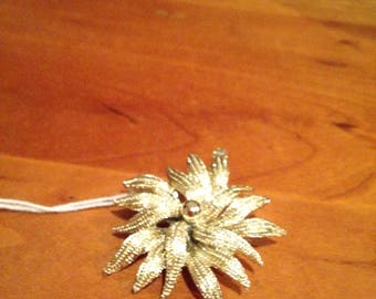 Vintage gold colored star shaped pin