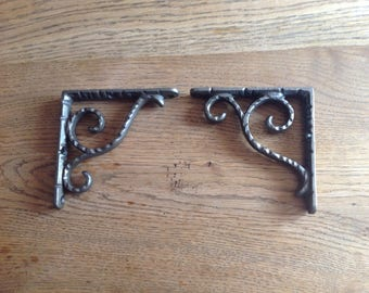 Pair of antique style brackets - 100 mm X 100 mm