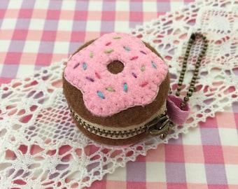 4 cm Felt donut macaron coin purse, Strawberry iced with sprinkles, macaron pouch, jewelry case, felt food, travel jewelry case