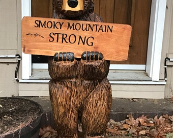 Chainsaw carving Smokey mountain strong bear carving