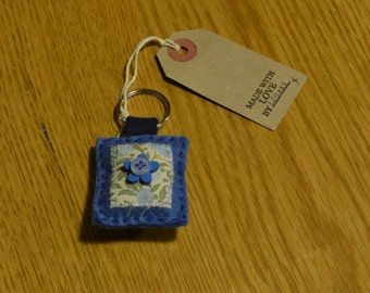 Blue felt keyring with cotton, wooden button and blue button detail