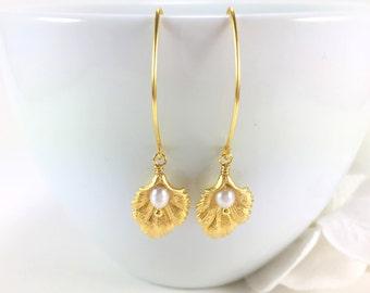 Gold Leaf Earrings Freshwater Pearl Dangle Drop Earrings Pearl Wedding Jewelry Nature Woodland Botanical Jewelry Minimal Bridesmaid Gift
