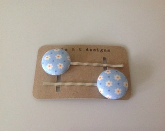 Retro flower fabric covered button bobby pins pair, retro flowers, flower fabric covered hair pins-pair