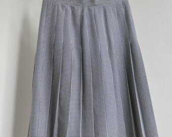 Navy/ecru vintage pleated houndstooth midi skirt. Size 38/40, S/M