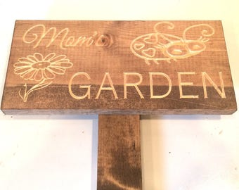 Mom's or Dad's Garden Sign with Lady Bug and Daisy