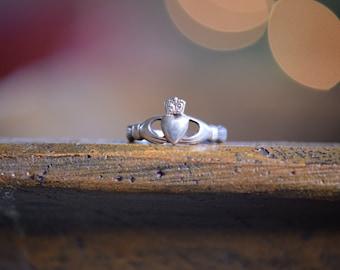 Simple Irish Claddagh Wedding Ring, 925 Silver, US Size 7.5, Vintage Jewelry