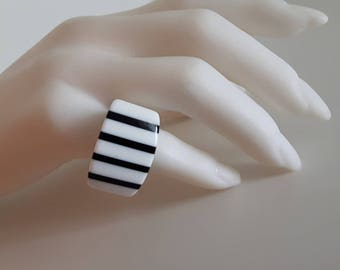 Vintage 1960s - 70s - 80s Laminated Ring Cellulose Acetate - Evokes Lea Stein - Size 5