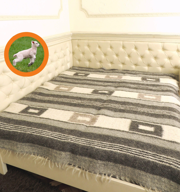 roi de propagation de lit couverture de laine gris jeter. Black Bedroom Furniture Sets. Home Design Ideas