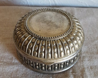 "Vintage silver jewelry box ""Maggie"" engraved on top, lined in navy blue velvet"
