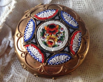 A little powder-case covers a copper gilded, holder of an order from mini mosaîque glass