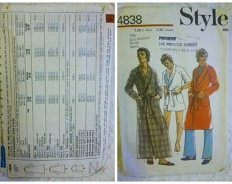 1970's Style #4838, Men's Robe, Size M Waist 32-34